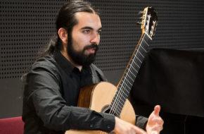 Read more about the article vendredi 27 de 21:00 à 22:00 – Sébastian Carrasco – Guitarre